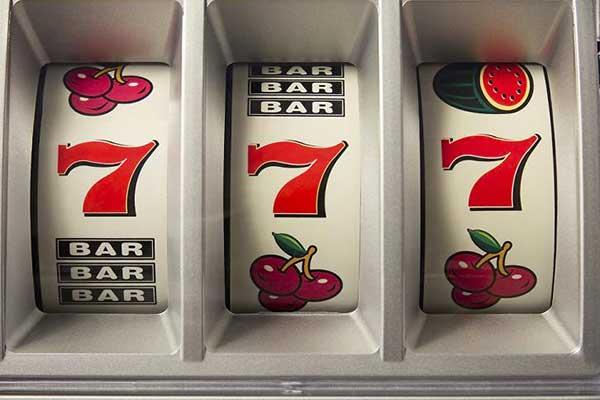 Играть в лучшие игровые автоматы на деньги на портале play.slot-top.net